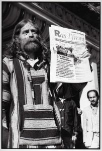 PARIS 1995  MILITANT POUR LA CAUSE DES SANS PAPIER